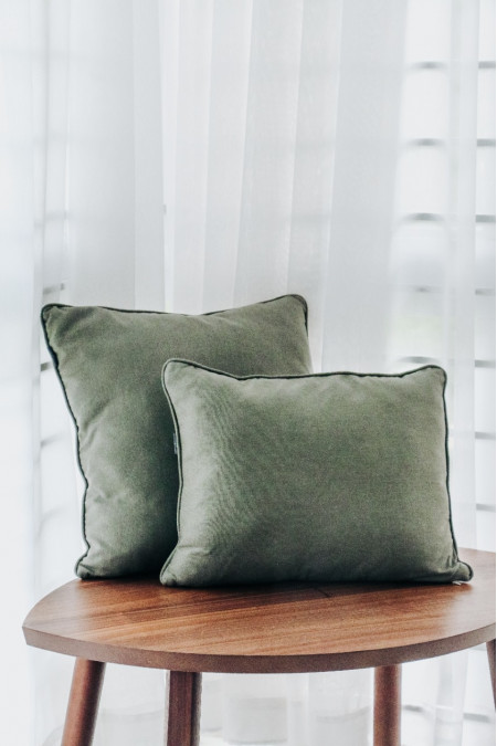 Cushion cover with pillow filler (Piping Edge)