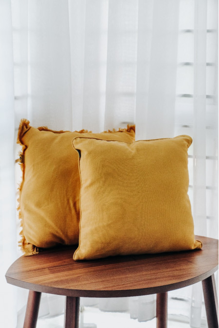 Cushion cover with pillow filler (Frayed Edge)